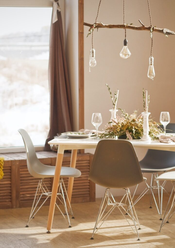 Jakie nowoczesne krzesła i stoły wybrać?